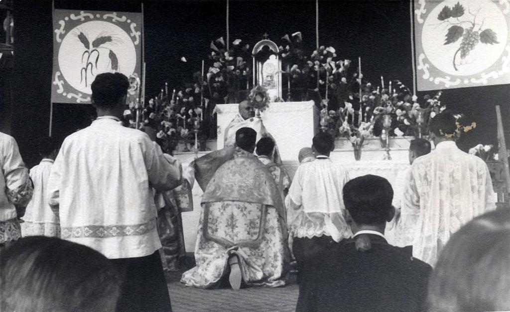48-51 Eucaristía3