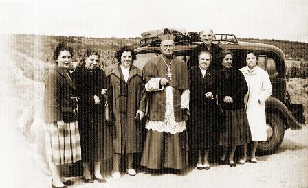 El_Padre_con_primeras_Misioneras